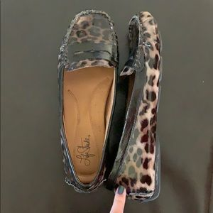 Life Stride Leopard patent leather loafers